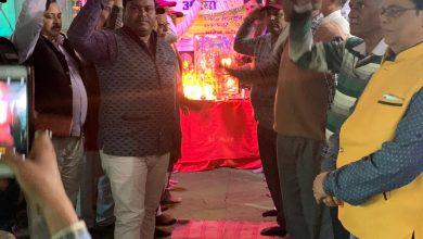 Photo of उत्तर प्रदेश औरैया विचित्र पहल सेवा समिति द्वारा पुलवामा के शहीदों को पुष्प अर्पण कर श्रद्धांजलि अर्पित किया कर नमन   ( रिपोर्ट- पंकज सिंह राणावत )
