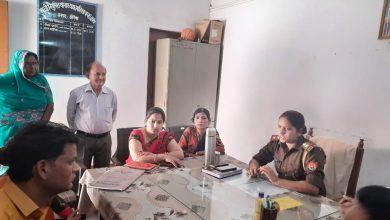 Photo of उत्तर प्रदेश औरैयापुलिस अधीक्षक श्रीमती अपर्णा गौतम के निर्देशन में महिला थाना महिला थानाध्यक्ष संगम भदौरिया (08 ) परिवारों का समझौता परिवार में छाई खुशियां |