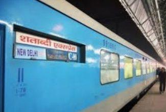 Photo of रेलवे ने बढ़ाया किराया कम दूरी की पैसेंजर ट्रेन का सफर महंगा 200% तक महंगे हुए टिकट के दाम |          ( मंडल ब्यूरो चीफ योगेश कुमार पाठक आगरा )